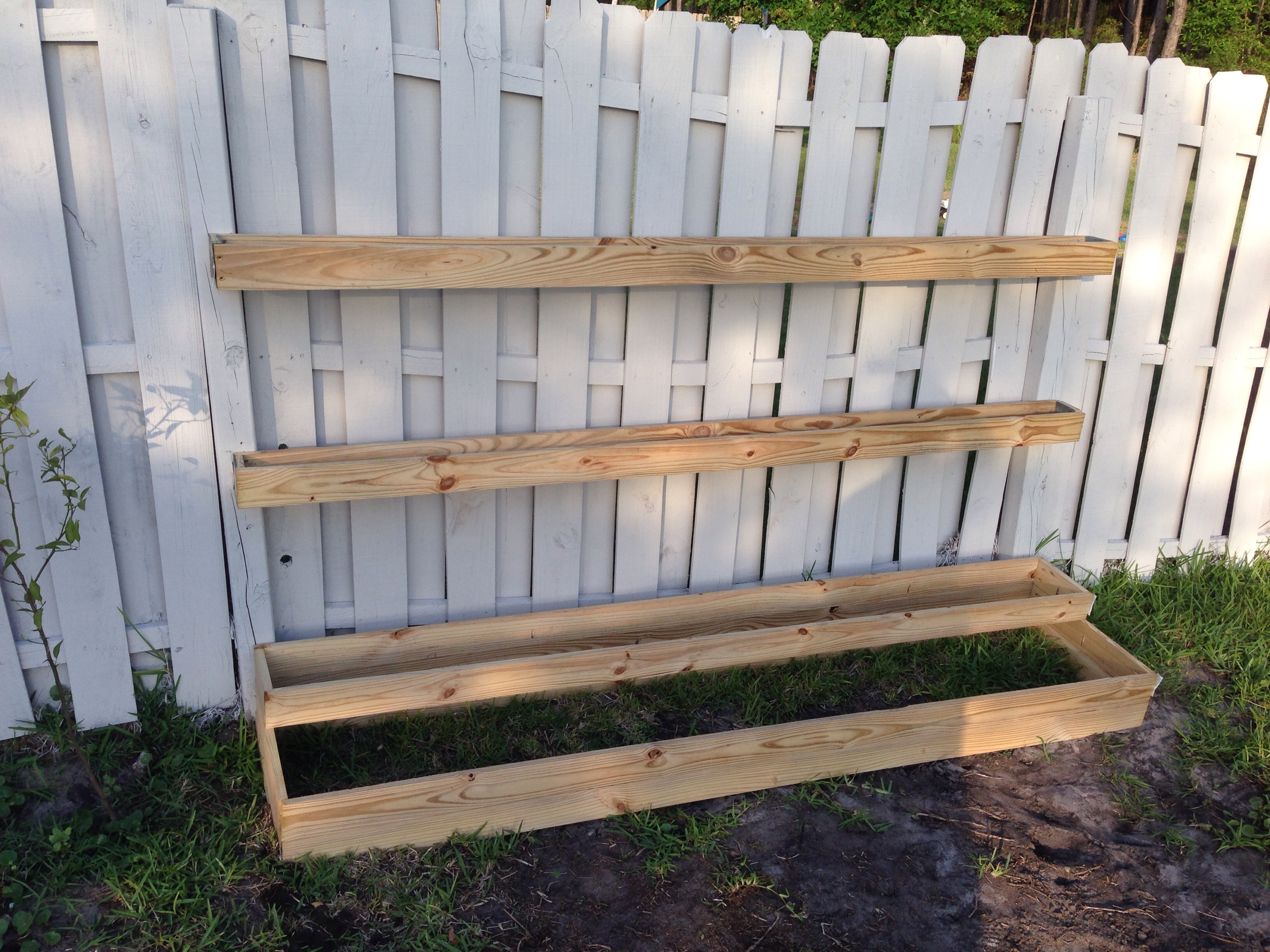 Diy tiered planter vegetable herb garden sunshine dad for Rain gutter planter box